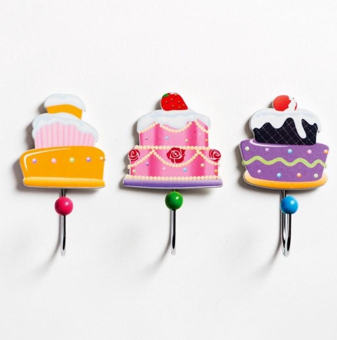 Κρεμάστρα Cupcakes ξυλινη μπομπονιερα βαπτισης σε προσφορα