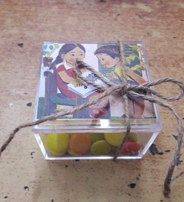 Κουτακι Plexiglas τετραγωνο Δεμενο ετοιμο με σμαρτιες και φωτο αναγνωστικου ρετρο μπομπονιερα βαπτισης